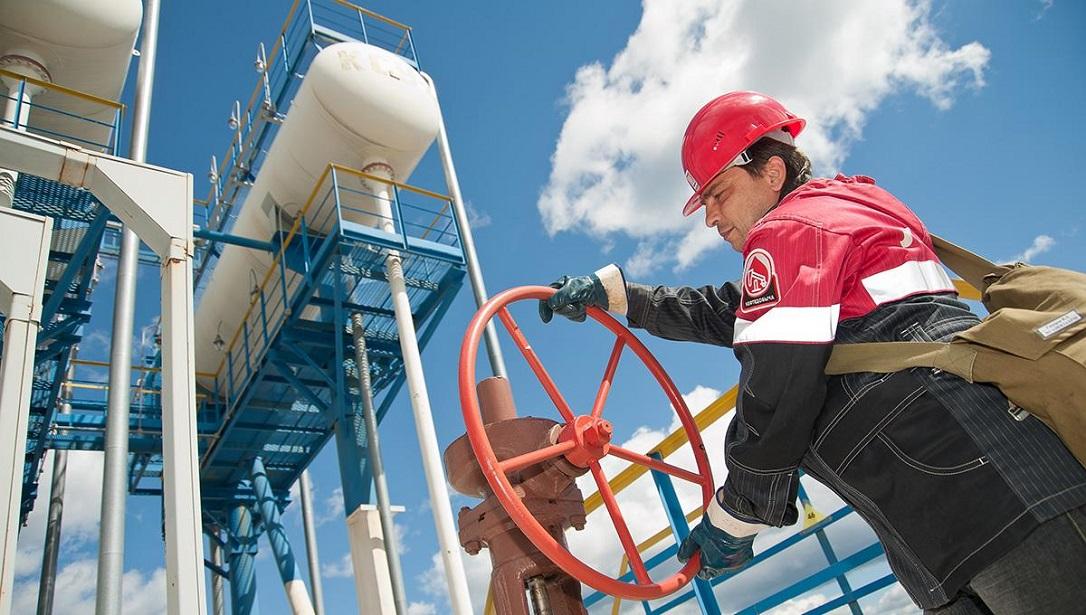 Работники нефтедобывающей отрасли