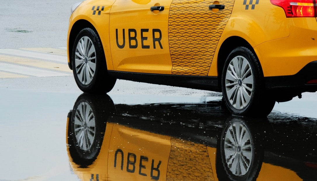 Машина UBER