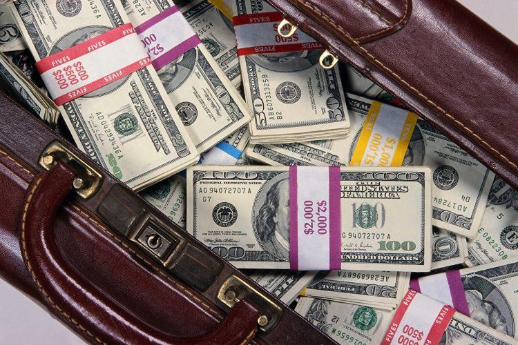 Деньги в чемодане